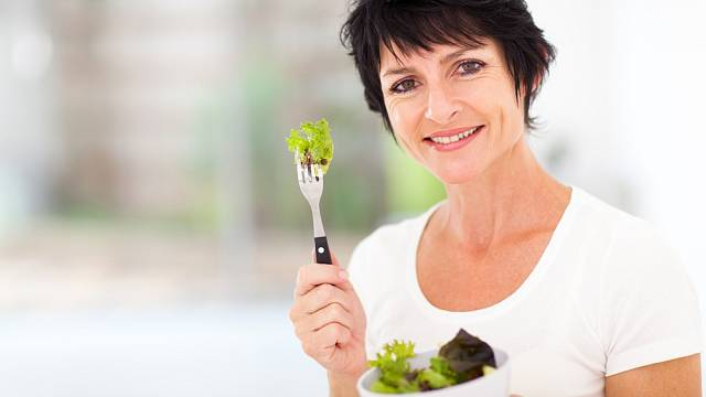 Zdravý jídelníček je v době přechodu důležitý. Díky správným potravinám nejenže nepřiberete, ale taky se udržíte v kondici.