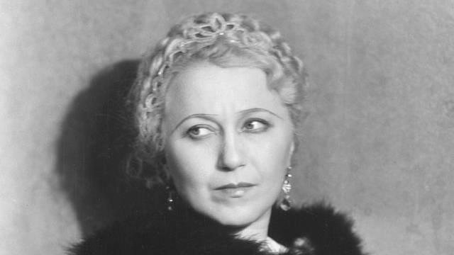 Herečka a manželka Karla Čapka, Olga Scheinpflugová.