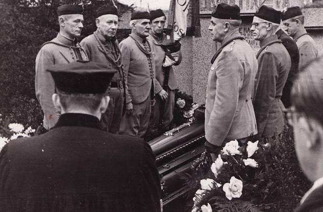 Pohřeb Václava Fialy v lednu 1948, Sokolové u rakve