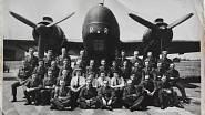 pozemní personál RAF před letadlem Wellington, MR první žena zprava