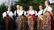 Barevná nádhera zdobí nejen kněží, ale i milovníky folklóru.