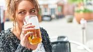 Zdá se, že alkohol v mnoha případech zcela blokuje odbourávání tuku