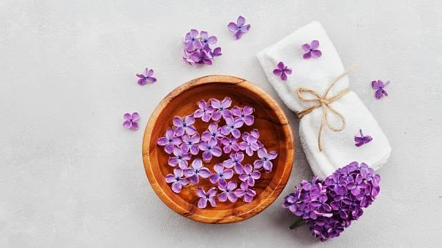 Přírodní kosmetika v menopauze rozhodně prospěje každé ženě.