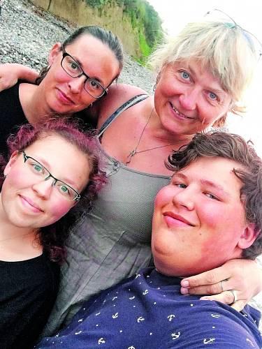 S dětmi a švagrovou Ester u Baltu.