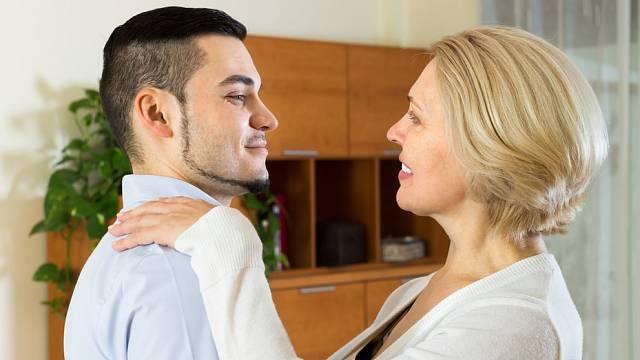 Vztahy mezi věkově nevyrovnanými páry bývají složitější