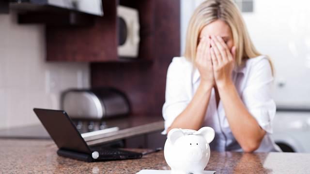 Ženy si raději půjčují u anonymních zdrojů než v bance