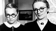 Mravnost nade vše, 1937. Adina Mandlová se Světlou Svozilovou.