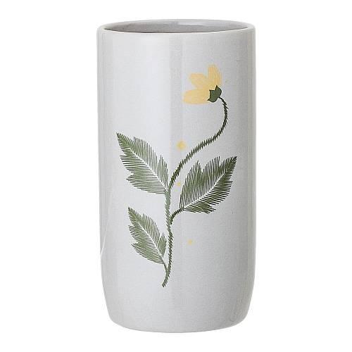 Vázu z kameniny značky Bloomingville zdobí květiny i malované.