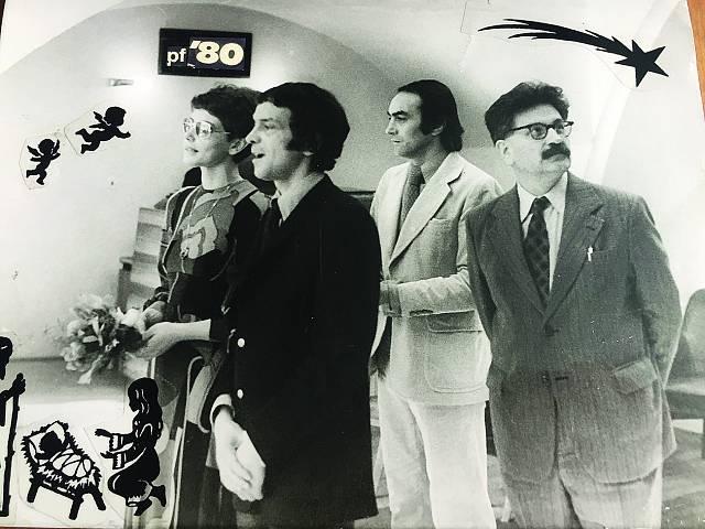 Ze svatby v roce 1979, Daně šel za svědka spisovatel Ludvík Vaculík (vpravo). Fotku používali jako PF 1980. To už žili v Německu.