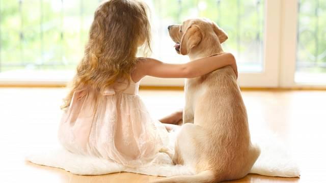 Psi a děti se umí naladit na stejnou vlnu velmi snadno