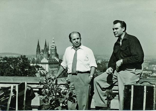 Rudolf se svým kamarádem dirigentem Karlem Vlachem (1948).