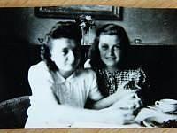 Sestry Suchánkovy po válce v roce 1945