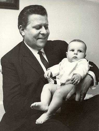 Většinu života strávil se svou druhou ženou Hanou, která si do manželství přivedla dceru Janu Pehrovou (dnes Krausovou).