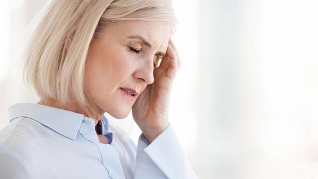Ženy bolí hlava nejčastěji ze stresu