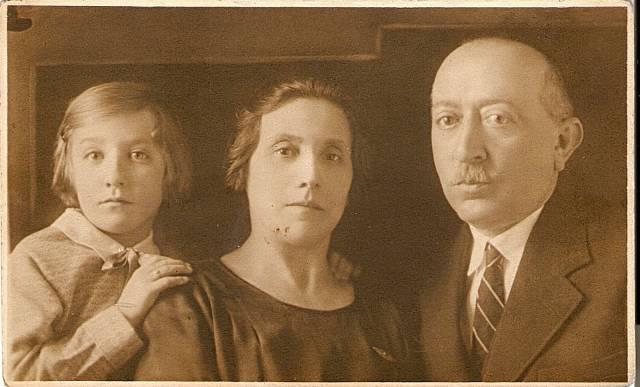 Magdalena Horetzká s rodiči v roce 1932