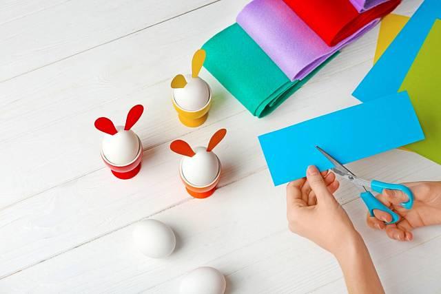 Vyzkoušejte i jiné velikonoční dekorace, barevný papír nabízí mnoho možností