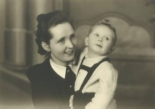 Milada s prvorozeným synem Lubošem