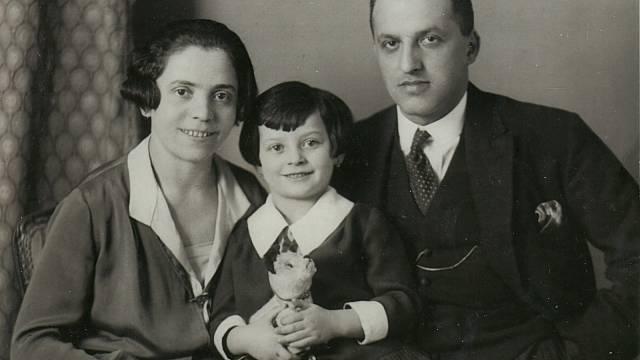 Anna Hyndráková, rozená Kovanicová, s rodiči