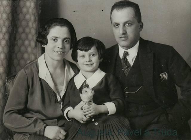 Anna Hyndráková, rozená Kovanicová s rodiči