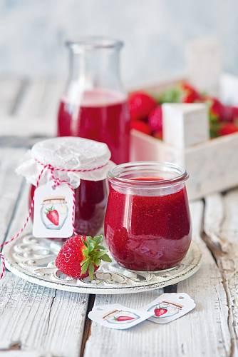 Buďte klidně kreativní, jíst se to bude dát vždycky. Klidně zkuste do džemu přidat místo citronu limetu nebo pár lžic semínek chia.
