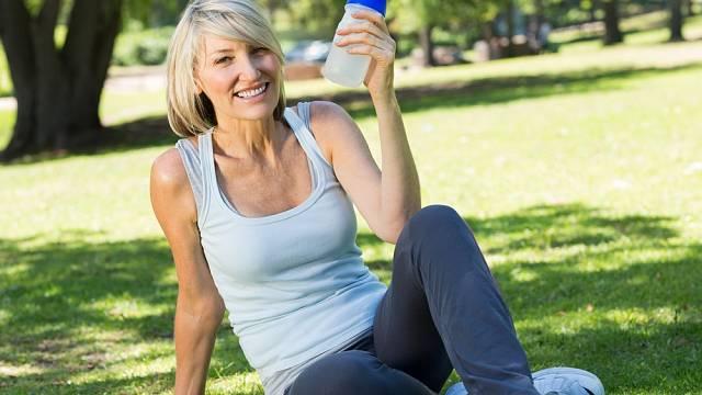 Pohyb je v menopauze důležitý stejně jako kvalitní strava. Cvičení potřebují kosti i svaly, aby byly pevné.