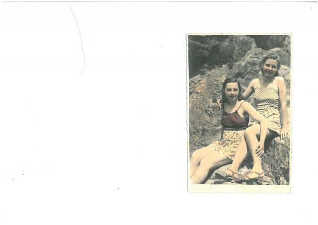 sestry Milada a Věra (možná kamarádka)