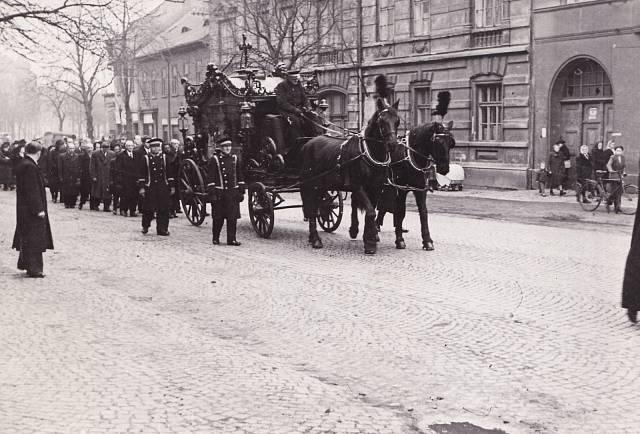 Pohřeb Václava Fialy v lednu 1948
