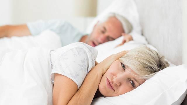 Chrápání partnera je jedna z věcí, které likvidují spánek žen