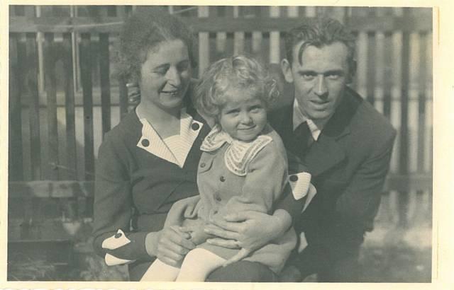 Lea Skácelová s rodiči