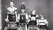 Kraj lidí Matyó býval velice chudý, většina rodin neměla ani na boty pro všechny děti, tak se snažili zlepšit svůj vzhled právě ohromující výšivkou.