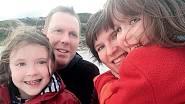 S manželem a dcerami.