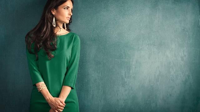 Zelená se velmi dobře kombinuje sostatními, hlavně přírodními barvami