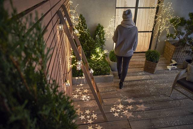 Osvětlená terasa, Tchibo