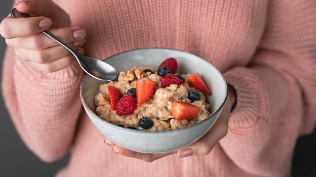 Kaše a ovoce, to je ideální snídaně
