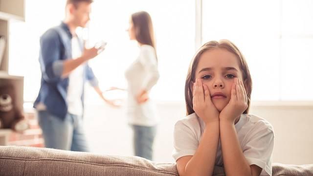 A nebudou nakonec rády, že už nemusejí být u hádek rodičů?