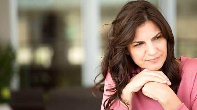 V menopauze může řada žen pociťovat smutek či úzkost.
