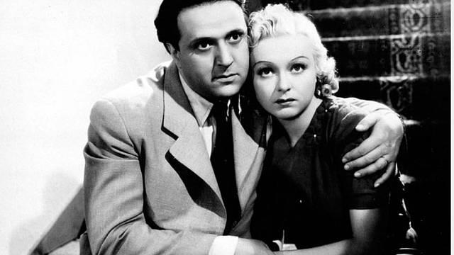 Komedie z roku 1938 Andula vyhrála. V ní si zahrála Věra Ferbasová s Hugo Haasem.