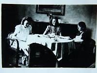 Sestry Suchánkovy s maminkou po válce v roce 1945