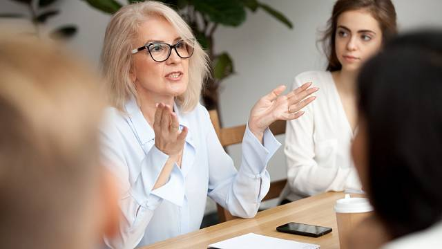 Máte strach z prezentací svých názorů ve větší skupině? Pomůžeme vám