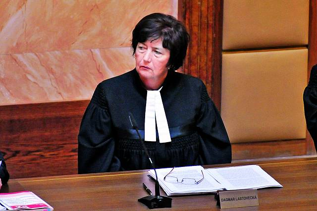 Právnička Dagmar Lastovecká se po roce 1989 stala primátorkou města Brna a později soudkyní Ústavního soudu ČR. Na přelomu sedmdesátých a osmdesátých let ale nic nenasvědčovalo tomu, že by ve světě práv mohla najít uplatnění.