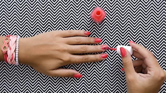 Červené nehty asi nikdy z módy nevyjdou