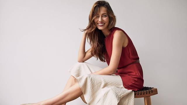 Lněná kolová sukně se v létě příjemně nosí.