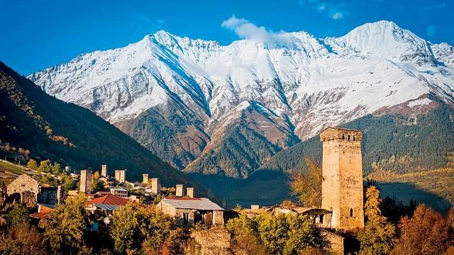 Pohled na městečko Mestia, zapsané na Seznamu UNESCO.