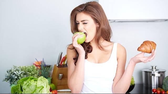Někomu vyhovuje svačit, jiný zvládne jíst jen dvakrát denně