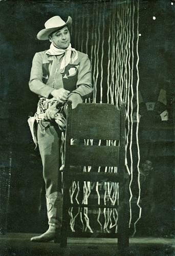Jako Limonádový Joe v Divadle estrády a satiry (1955).