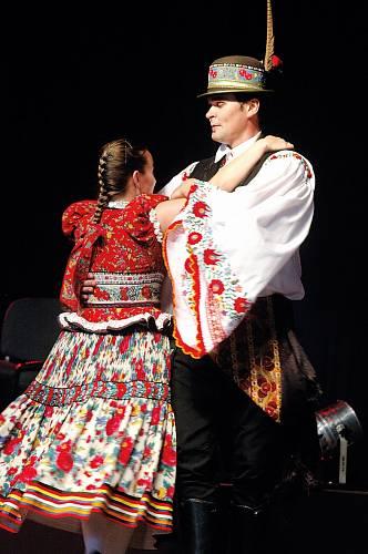 Nejstarší výšivky pocházejí už z 18. století a měly původně jenom bílou, červenou a potom i modrou barvu. Ve folkloru se dodnes odrážejí.