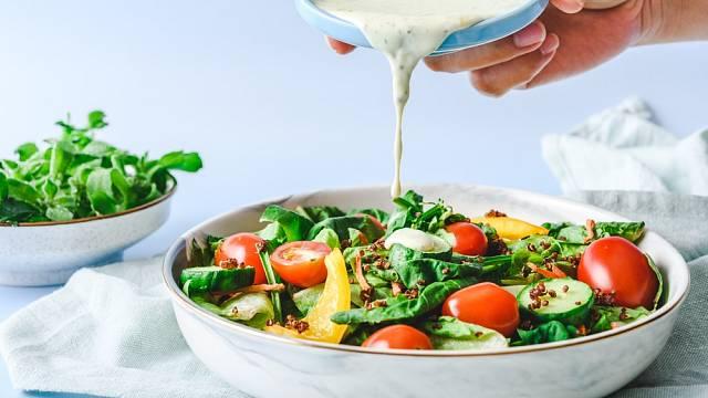Spíše než smetanou ochuťte salát jen olejem