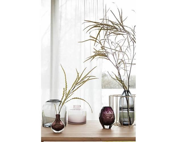 Velmi hezká je kompozice několika stejných nebo ladících váz vedle sebe.