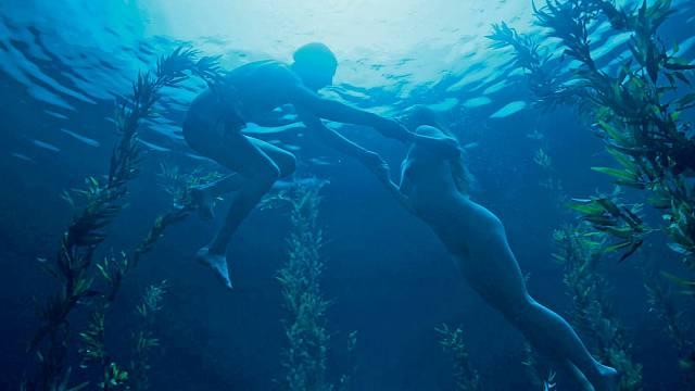 Pro finsko-lotyšsko-český film se Ester učila potápět bez dýchacího přístroje, aby zahrála utopenou maminku.