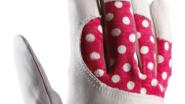Kůže ochrání prsty, bavlněné puntíky jsou pro zábavu a zapínání na suchý zip.